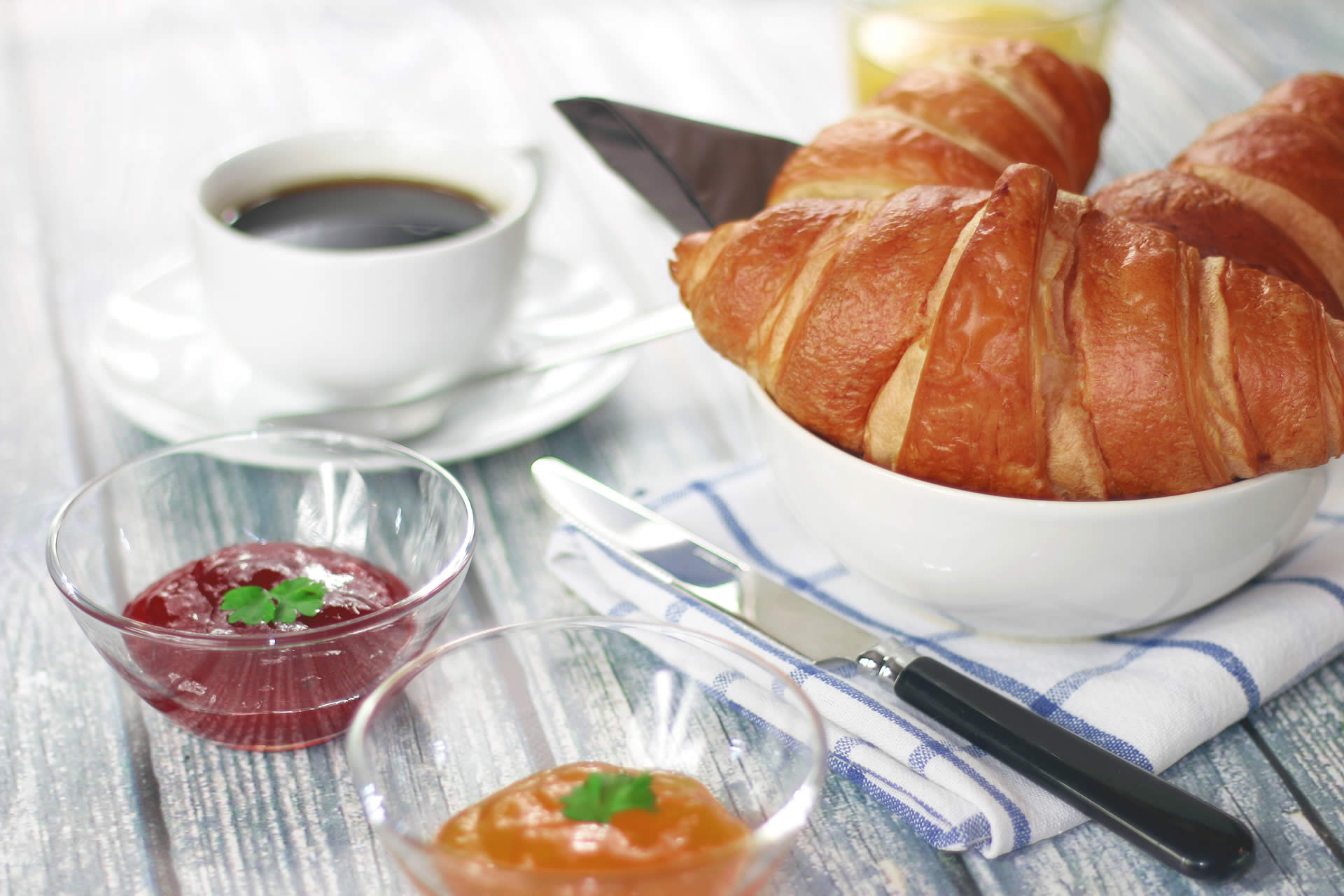 coffee-morning-breakfast-croissant